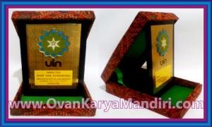Vandel Plakat Kuningan Kotak-Beludru-Batik CV.OvanKaryaMandiri di Malang